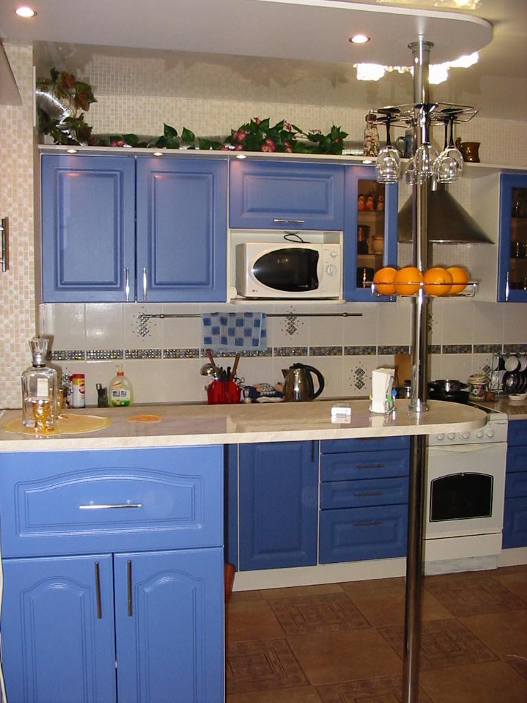 Кухни в классическом стиле с барной