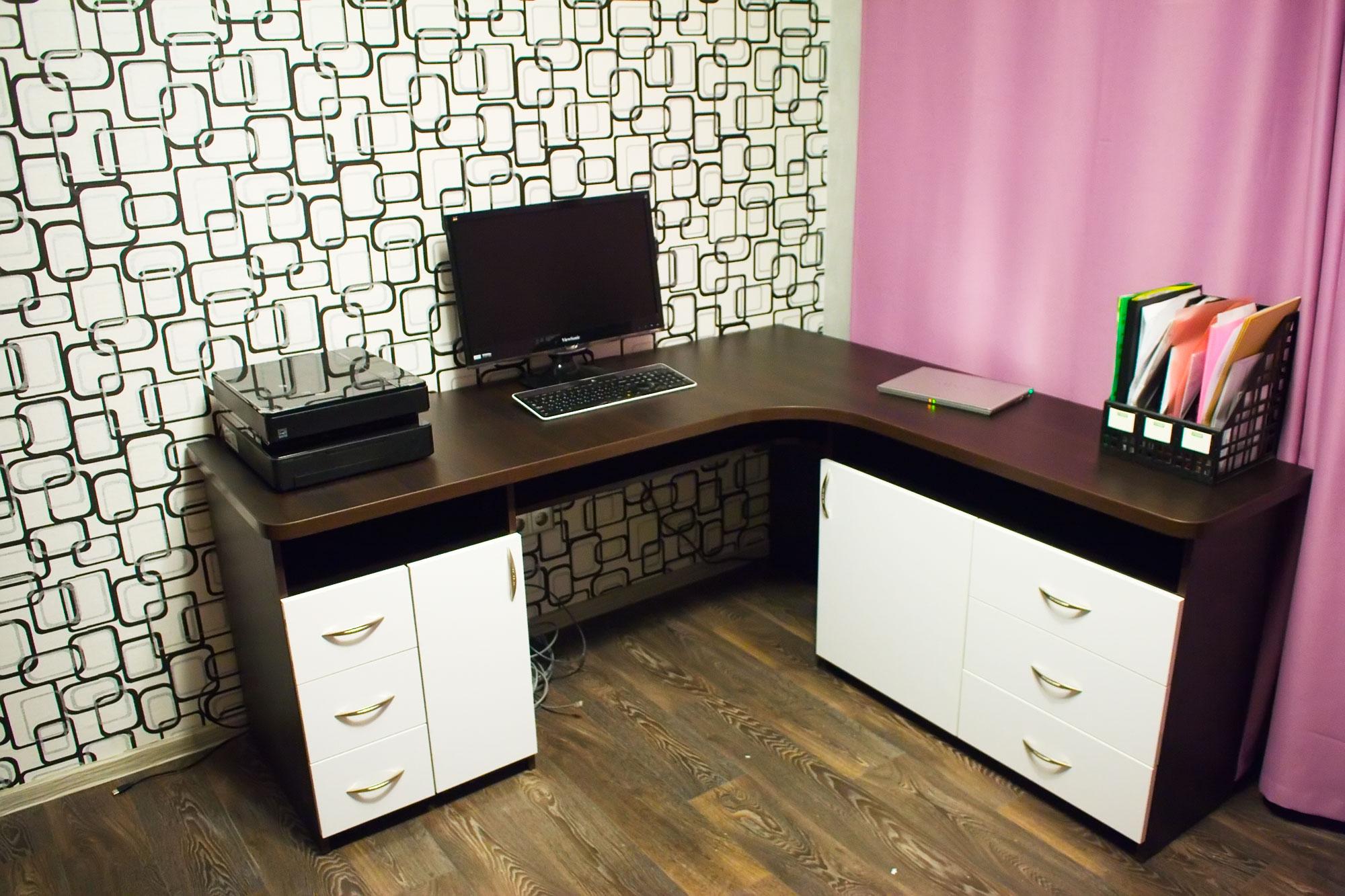 Компьютерный стол в кабинет руководителя. мебель на заказ в .